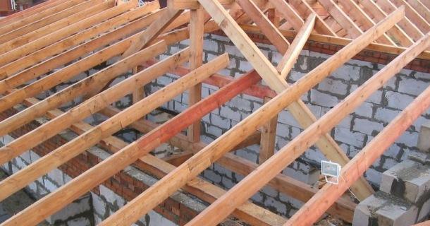 Стропила для возведения крыши
