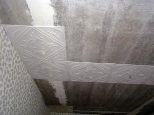 6 этапов наклеивания потолочной плитки