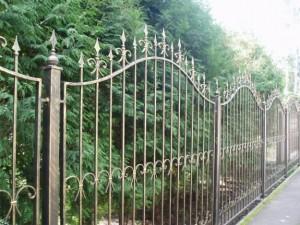 Кованый забор – индивидуальный стиль вашего дома