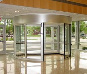 Двери в общественных зданиях